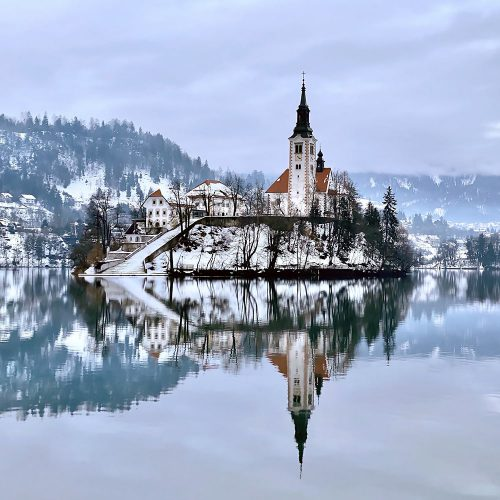 1winter-time-at-lake-bled-in-slovenia-P5LRE6F-min