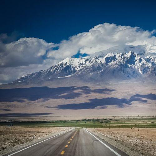 karakorum-highway-PCYBZ67-min