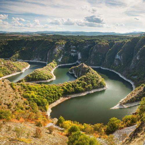 meander-on-river-PXZSTDF-min