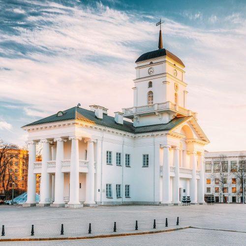 minsk-belarus-old-minsk-city-hall-on-freedom-squar-P9VJRFX-min
