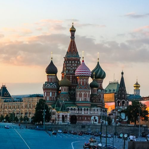 saint-basils-and-the-gum-moscow-red-square-GLRFXE3-min