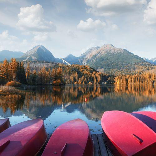 strbske-pleso-lake-in-slovak-high-tatras-mountains-QYXXS2Y-min