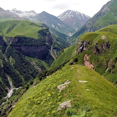 the-valley-of-georgian-military-highway-caucasus-m-P6CEXPR-min